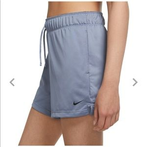 🎉HP🎉Nike women's attack shorts